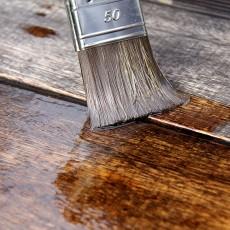 Jakie lakiery stosować do salonu?